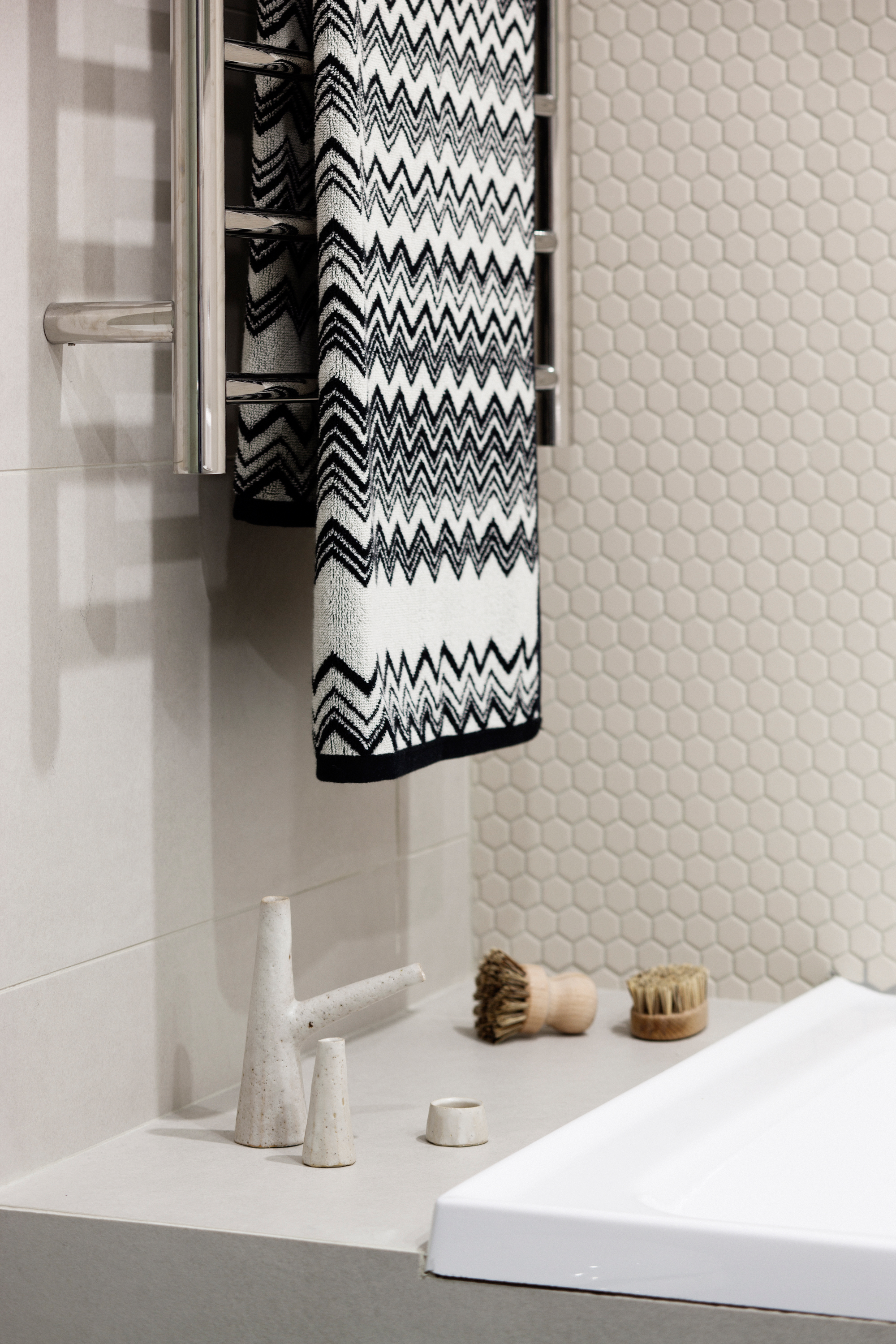 hexagon-mosaic-tiles-and-missoni-towel-in-waverley-bathroom-buy-kate-connors-interiors